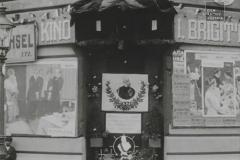 kundgebung-fur-kaiser-franz-joseph-vor-dem-brigittenauer-kino-anlasslich-seines-geburtstages-1910-aavv-01