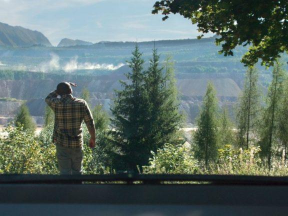 movements-of-a-nearby-mountain-2019-bewegungen-eines-nahen-bergs-brameshuber-recensione