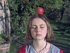 ad-una-mela-2020-rohrwacher-recensione
