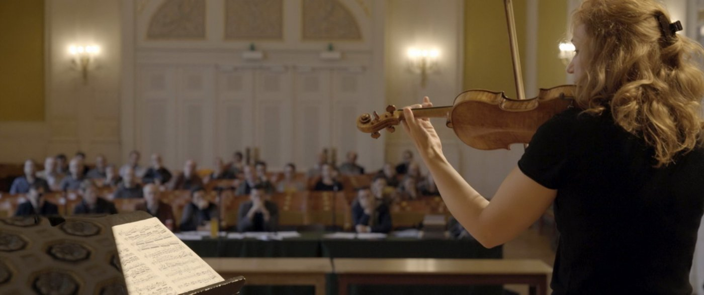 wired-for-music-inside-the-wiener-symphoniker-2020-tonsuchtig-ludin-svarkova-recensione